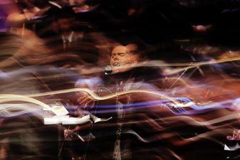 Sinfônica Pop especial convida Filipe Catto. Orquestra Sinfônica e Coral Lírico de Minas Gerais se apresentam com o cantor Filipe Catto no Grande Teatro do Palácio das Artes, Belo Horizonte MG.06/09/2015. © Copyright Élcio Paraíso/Bendita – Conteúdo & Imagem | Todos os direitos reservados | All rights reserved